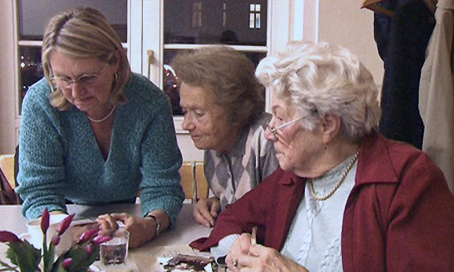 Ida Huttary (rechts) mit Friederike Furch (Mitte) und Tochter /Treffen der Österreichischen Lagergemeinschaft Ravensbrueck & FreundInnen (2008)